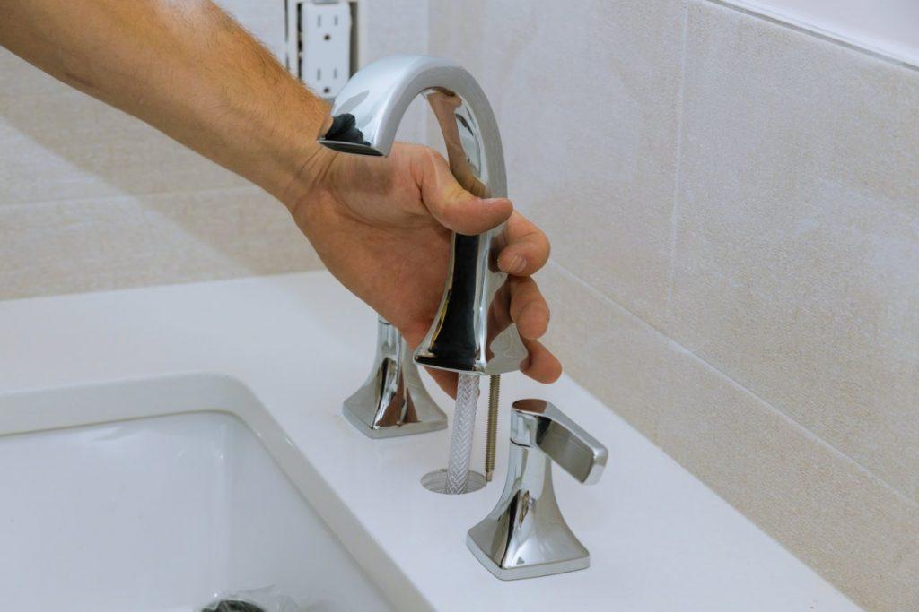 plombier-blainville-remplacement-nouveau-robinet-1280